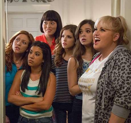 Anna Kendrick, Brittany Snow, Rebel Wilson, Hana Mae Lee, Chrissie Fit e  Hailee Steinfeld em 'A Escolha Perfeita 2' (2015)