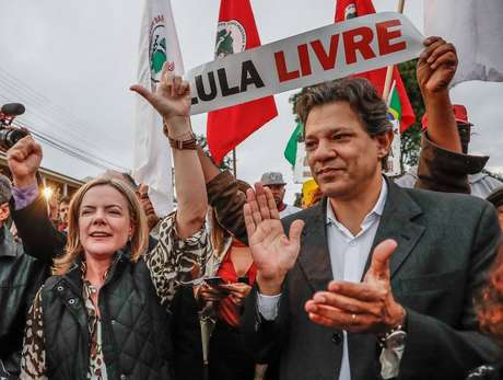 A presidente nacional do PT, Gleisi Hoffmann, e o ex-prefeito de São Paulo Fernando Haddad.