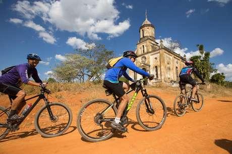 Antiga igreja no caminho entre Itapira e Jacutinga