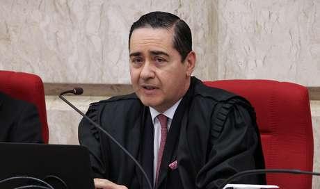 Presidente do TRF-4, Thompson Flores, cassou o habeas corpus concedido ao ex-presidente Lula neste domingo (08) pelo desembargador Favreto