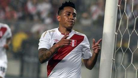 Titular da seleção peruana se reapresenta nesta segunda ao CT da Barra Funda (AFP)