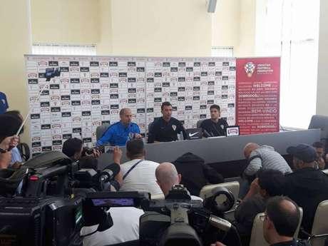 Mandzukic (centro) durante entrevista coletiva da Croácia, em Moscou (Carlos Alberto Vieira)