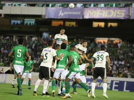 Guarani chegou ao sétimo jogo sem perder na Série B (Foto: Divulgação/ Coritiba)