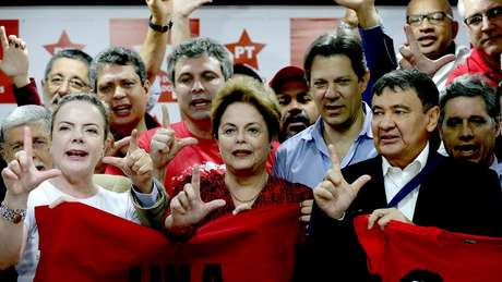 Enquanto membros do Ministério Público acusam Rogério Favreto de uso político da Justiça, petistas dizem que Moro contrariou hierarquia ao recomendar que a PF não cumprisse a decisão de soltar Lula