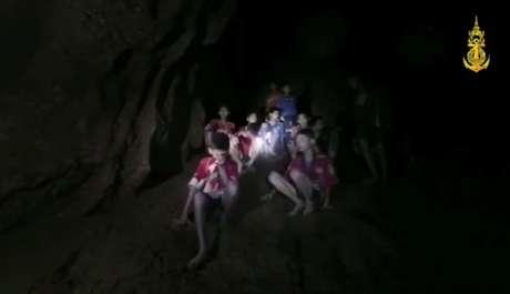 Meninos tailandeses encontrados em caverna inundada. Marinha da Tailândia/Divulgação via Reuters