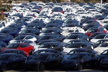 Novos Tesla Model 3 em estacionamento em Richmond, Estados Unidos 22/06/2018 REUTERS/Stephen Lam