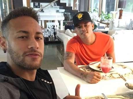 Jota Amâncio mostra clique em família com Neymar