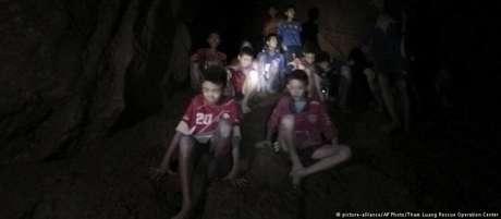 Todos os meninos são resgatados de caverna na Tailândia