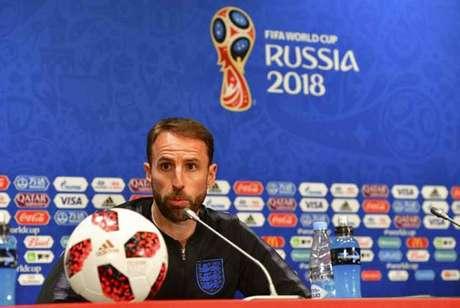 Southgate conversou com os jornalistas nesta terça-feira (Foto: MLADEN ANTONOV / AFP)