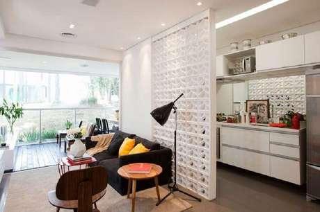31. Divisória para sala e cozinha feita com cobogó branco