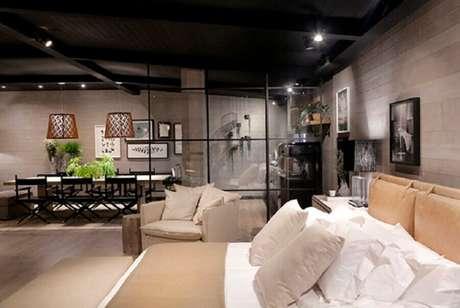 44. Paredes de vidro garantem divisórias de ambientes com estilo bem leve