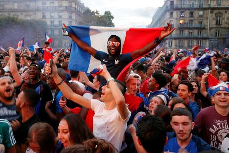 Paris reuniu milhares de franceses nas ruas