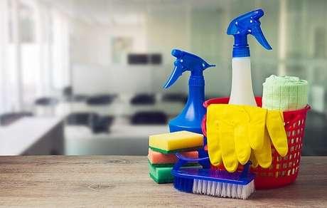 25 – Os produtos de limpeza caseiro são práticos, eficientes e baratos.