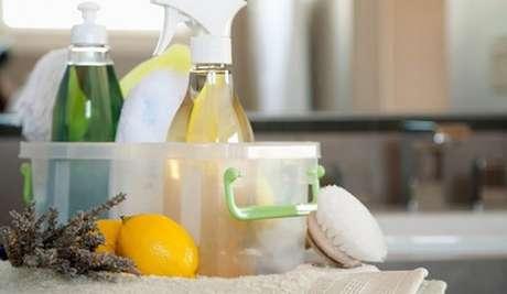 30– O vinagre, o álcool e o limão são produtos de limpeza caseiro e não agridem o meio ambiente.