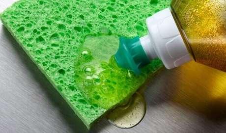 24– Os produtos de limpeza caseiro são tão eficazes quanto os industrializados.