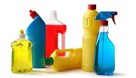 21- Produtos de limpeza caseiro reutilizam embalagens.