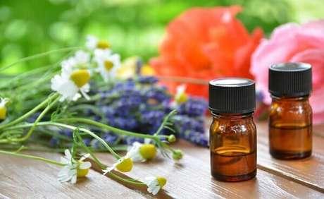 28- Os óleos essenciais têm efeito bactericida e podem ser utilizados como produtos de limpeza e também para aromatizar o ambiente.
