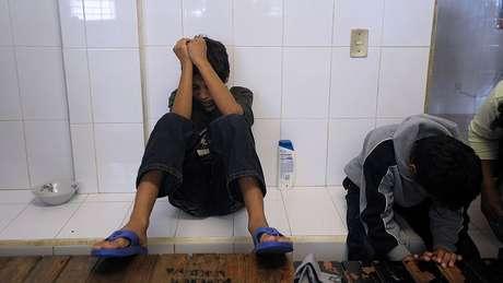 As péssimas condições em que as crianças se encontram em alguns centros de detenção, com falta de luz, por exemplo, foram denunciadas por defensores dos migrantes