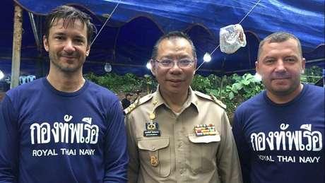 O belga Ben Reymenants (esq.) estaria entre os que acharam o grupo desaparecido em caverna tailandesa
