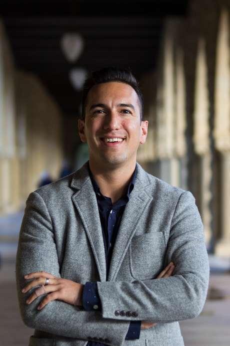 Jamil Zaki, diretor do Laboratório de Neurociência Social de Stanford, investiga como atos de generosidade podem se disseminar pela sociedade