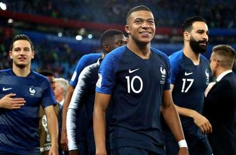 Kylian Mbappé sorri após vitória da França na semifinal da Copa do Mundo