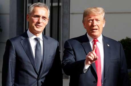 Presidente dos EUA, Donald Trump, e secretário-geral da Otan, Jens Stoltenberg, em Bélgica 11/07/2018 REUTERS/Kevin Lamarque
