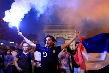 Torcedores franceses comemoram em Paris 10/07/2018 REUTERS/Gonzalo Fuentes