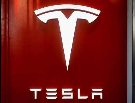 Logo da Tesla durante evento em Nova York, Estados Unidos 14/12/2017  REUTERS/Brendan McDermid