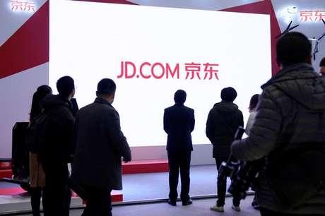 Placa da JD.com durante conferência em Wuzhen, na província Zhejiang, na China 04/12/2017 REUTERS/Aly Song