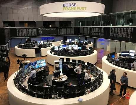 Operadores trabalham embolsa alemã em Frankfurt 21/03/2018 REUTERS/Tilman Blasshofer