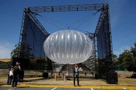 Balão do projeto Loon durante conferência com desenvolvedores do Google em Mountain View, Estados Unidos 19/05/2016 REUTERS/Stephen Lam