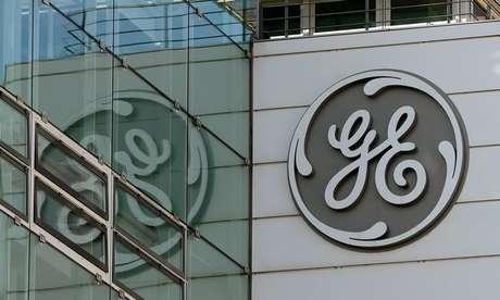 Logo da General Electric em prédio da empresa 15/11/2017 REUTERS/Arnd Wiegmann