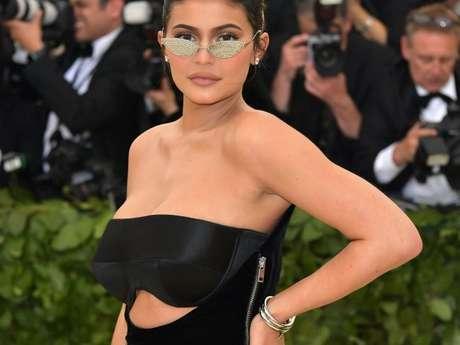 Kylie Jenner tem fortuna aproximada em US$ 900 milhões, cerca de R$ 3.460.680.000, e pode se tornar a bilionária mais jovem da história