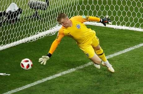 Pickford não consegue defender e Croácia empata