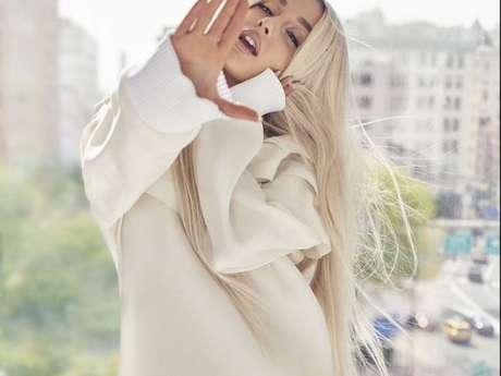 Ariana Grande posa para a edição de agosto da revista Elle USA