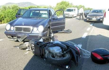 Imagem do acidente com George Clooney na Sardenha