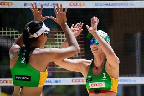 Ágatha/Duda venceu dupla japonesa (Foto: Divulgação)