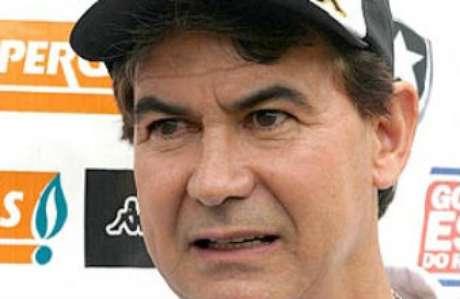 O ex-técnico da Tailândia e ex-jogador do Botafogo Carlos Roberto