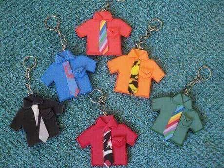 36 – Chaveiros de camisas também são ótimas lembrancinhas para o dia dos pais.