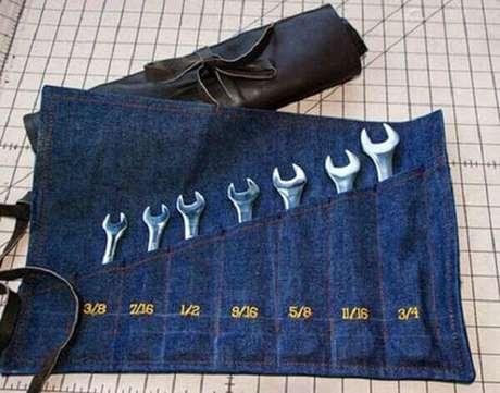 6 – Porta ferramenta em tecido para lembrancinhas para o dia dos pais.