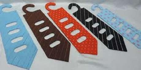 31- Porta gravata pintados a mão em MDF são ótimas lembrancinhas para o dia dos pais.