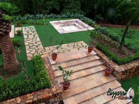 60. Muro e caminho de pedras para jardim. Projeto de Pedras Bizzarri