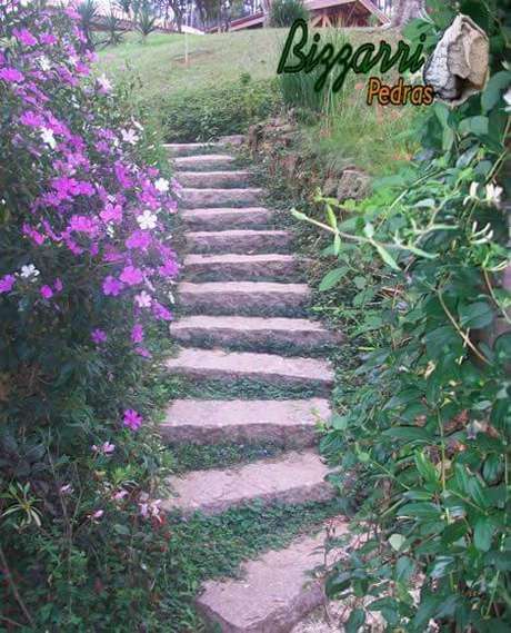 49. Pedras para jardim formando uma escada. Projeto de Pedras Bizzarri