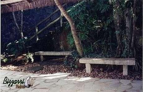 9. Pedras maiores podem ser usadas para fazer mobiliários naturais para o jardim. Projeto de Pedras Bizzarri