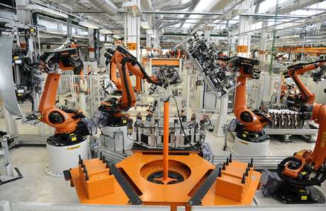 Máquinas na fábrica da Volkswagen em Taubaté-SP