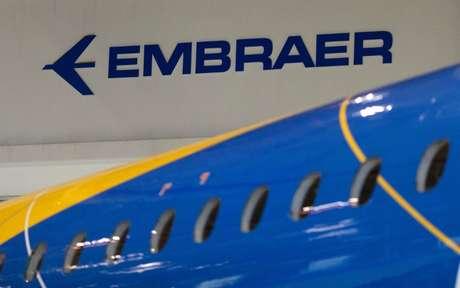 Logo da fabricante brasileira de aviões Embraer em São José dos Campos, no Brasil 28/02/2018 REUTERS/Roosevelt Cassio