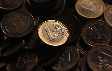 Imagem ilustrativa de moedas de euro 12/12/2011 REUTERS/Tony Gentile