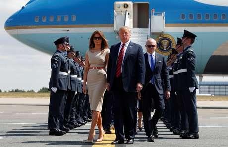 Presidente dos EUA, Donald Trump, e primeira-dama, Melanie Trump, desembarcam no Reino Unido 12/07/2018 REUTERS / Kevin Lamarque