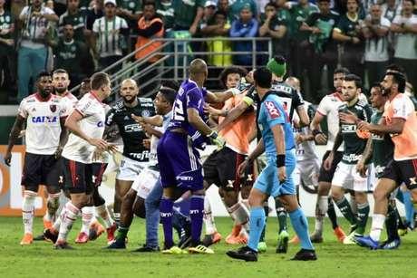 Jogo no Allianz Parque terminou em briga generalizada - FOTO: EDUARDO CARMIM/PHOTO PREMIUM