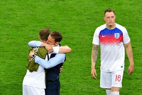 Southgate consola Henderson após derrota da Inglaterra (Foto: Mladen Antonov / AFP)